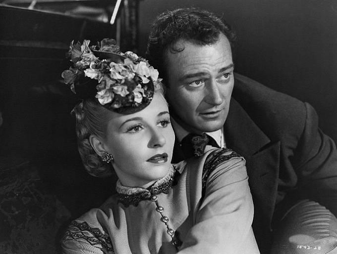 Věra Ralston-Hrubá a John Wayne ve filmu Dakota