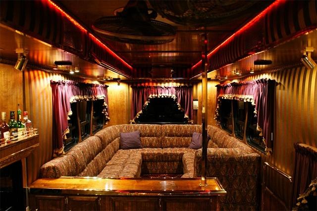Interiér kamionu má připomínat prezidentské vlakové vozy z19. století.