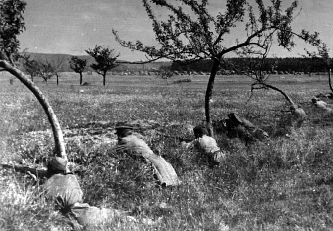Sovětští vojáci při bojích v okolí Slivice, Milína a Březnice 11.  až 12. května 1945