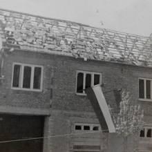 Dům rodiny Švédovi v Pivíně po zásahu bombou a po osvobození v květnu 1945