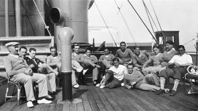 Francouzský fotbalový tým na lodi Conte Verde, kterou se plavil v roce 1930 na první mistrovství světa do Uruguaye.