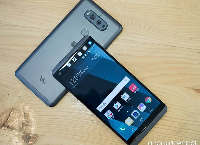 LG V20. 5,7 palce velká uhlopříčka displaye, na trhu od konce října.