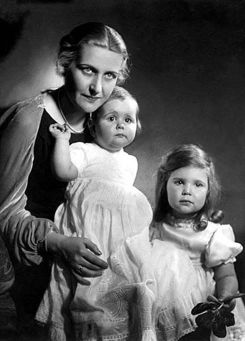 Magda Goebbelsová s dcerami