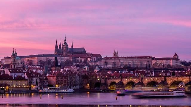 Praha, Karlův most a Pražský hrad.