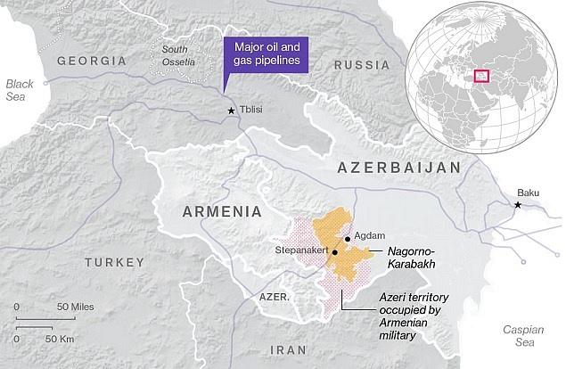Náhorní Karabach a území okupované Arménií. Fialově jsou vyznačeny ropovody a plynovody.