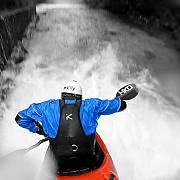 Foceno přímo z lodi na divoké vodě v Rakousku