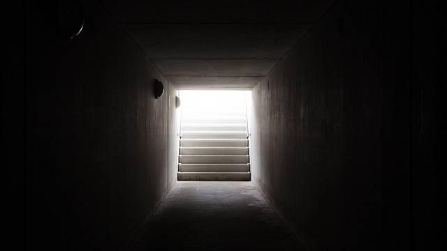 Světlo na konci tunelu - ilustrační foto