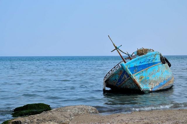 Za strastiplnou cestu, která nezřídka končí na vratkých rybářských člunech, zaplatí uprchlíci převaděčům až 10tisíc dolarů.