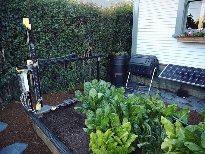 """Dokonale """"zelený robot"""" – na snímku poháněný energií ze solárních panelů"""