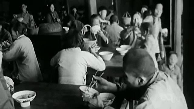Rolníci se stravovali výhradně ve společných jídelnách.