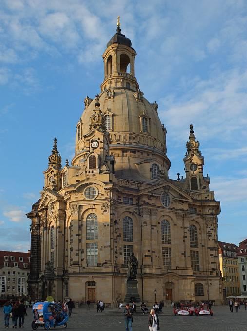 Drážďanský dóm Panny Marie se podařilo znovu postavit až v roce 2005. Tmavé kameny ve fasádě se dochovaly z původního chrámu