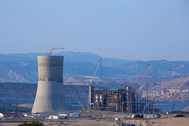 Pohled na rozestavěnou elektrárnu Yunus Emre vTurecku.
