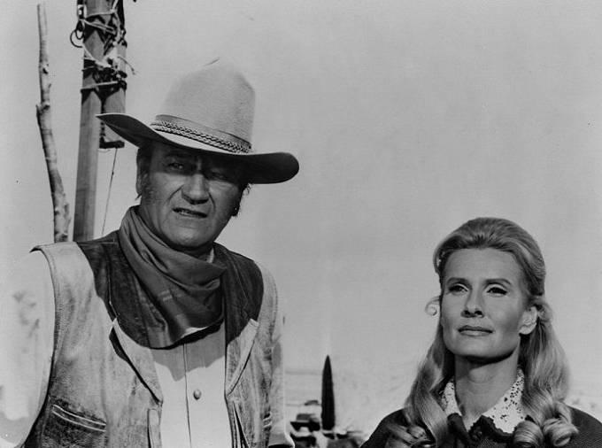 John Wayne a Marian McCargo ve snímku Neporažení