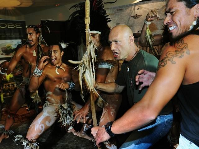 V roce 2011 vystoupil Daniel Landa s tanečníky z Velikonočního ostrova