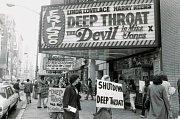 Poutač na první pornohit Deep Throat (1972)