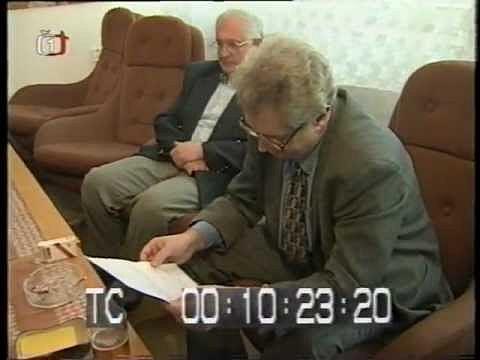 Miloš Zeman vysvětluje vroce 1998svou Bamberskou aféru