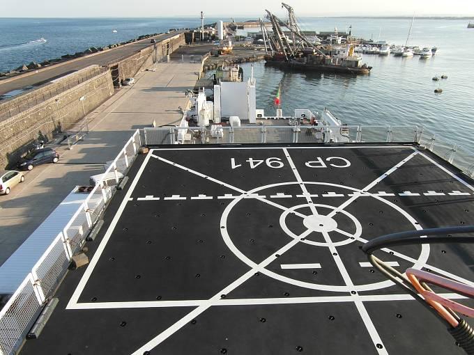 Heliport na palubě lodi italské pobřežní stráže