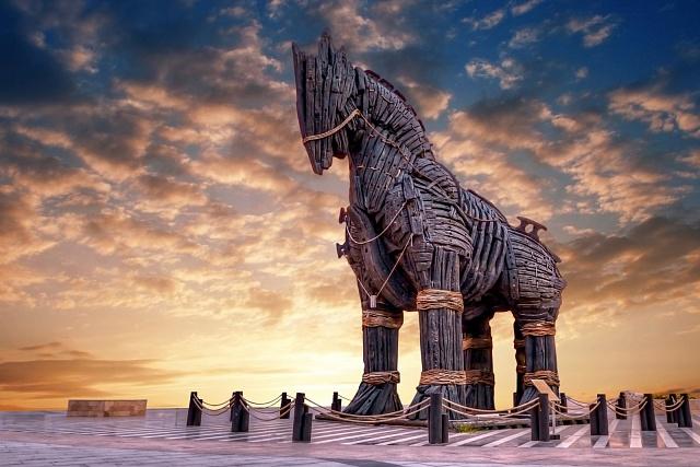 Dřevěná replika trójského koně vtureckém městě Çanakkale