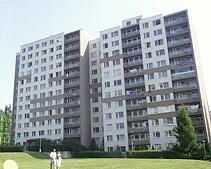 Panelák typu VVÚ-ETA vPraze 6, sídliště Dědina, Ciolkovského, po rekonstrukci.