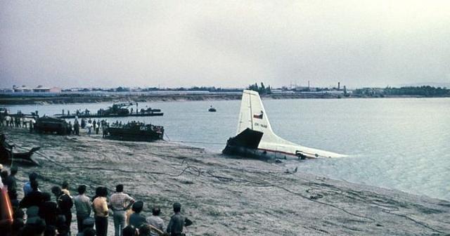 Ihned po pádu letounu Il-18B do jezera se na místo seběhlo mnoho místních lidí a pokoušeli se o záchranné práce.