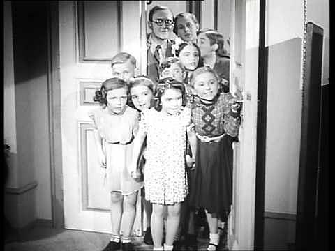 Film Madla zpívá Evropě (1940, JB uprostřed)