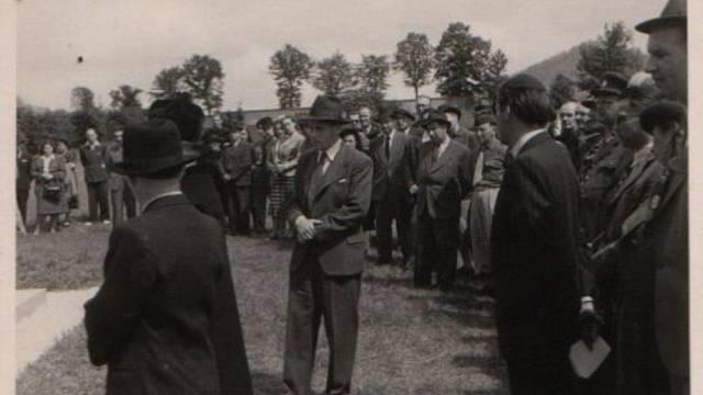 Setkání přeživších z pochodu smrti ze Schwarzheide do Terezína v Chřibsku 1949