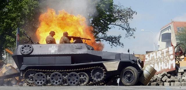 Vrámci oslav 65.výročí Pražského povstání proběhla na Pražačce akce Barikáda, 2010