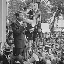 Robert Francis Kennedy při jednom z projevů. Už tehdy jej poslouchaly masy.