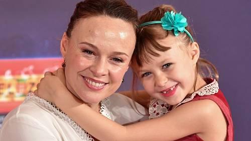 Tami Stronach s dcerou