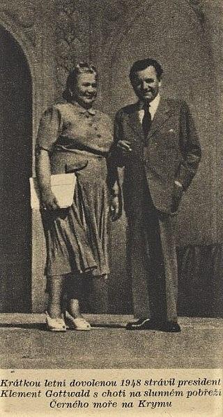 Manželé Gottwaldovi při dovolené na Krymu, 1948