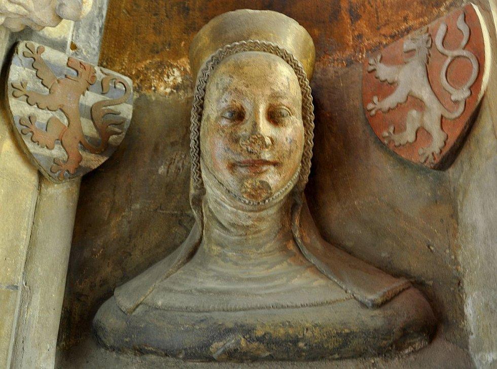 Busta Elišky Přemyslovny v triforiu katedrály sv. Víta v Praze