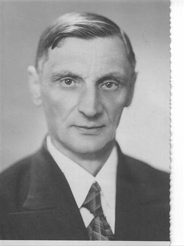 profesor František Francouz na fotografii ze školního tabla
