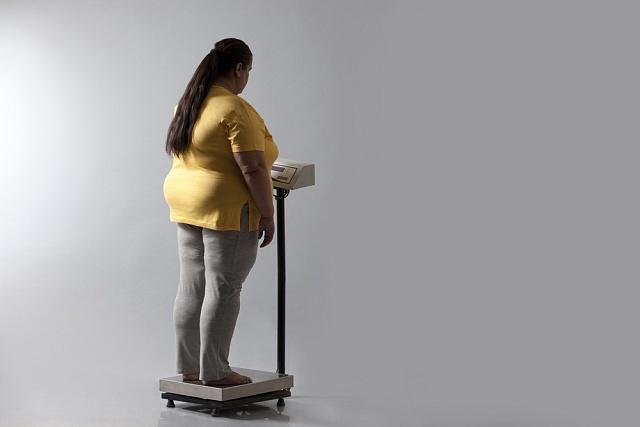 """Lidé si většinou uvědomují, že nadváha je problém, ale zároveň se nechtějí vzdát nezdravých stravovacích návyků. Pilulky slibující """"bezpracné"""" zhubnutí se pak mohou jevit jako nejlepší řešení."""