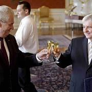Dva muži, kteří v oblasti měnové politiky táhnou za jeden provaz: prezident Miloš Zeman a nynější guvernér ČNB Jiří Rusnok