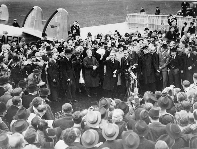 Neville Chamberlain po návratu z Mnichova věřil, že je válka zažehnána