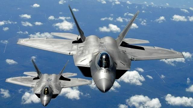 Nejmodernější stíhačka americké armády F-22 Raptor.