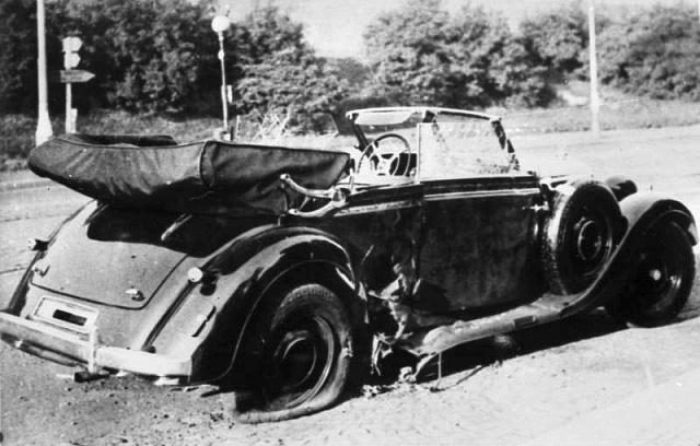 Heydrichův vůz po atentátu