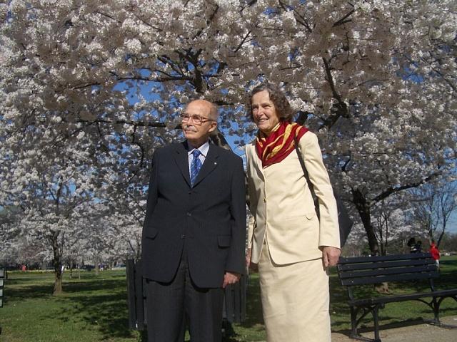 Poslední český korunní princ Otto Habsburský (1912–2011) smanželkou Reginou Rakouskou, rozenou princeznou Sasko-Mainingenskou (1925–2010) ve Washingtonu