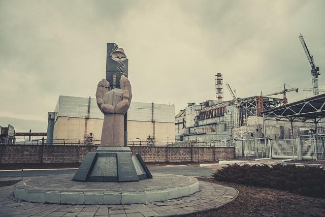 Památník vPripjati je věnován lidem, kteří zemřeli na následky ozáření při likvidaci havárie.