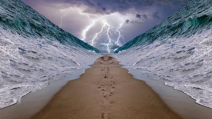 Mohli opravdu Židé projít do bezpečí suchou nohou?