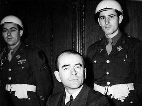 Rudolf Hess zůstal jako poslední norimberský vězeň vzápadoberlínské věznici Spandau až do své smrti vroce 1987