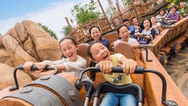 Zábavní park Disney otevírá v Šanghaji.