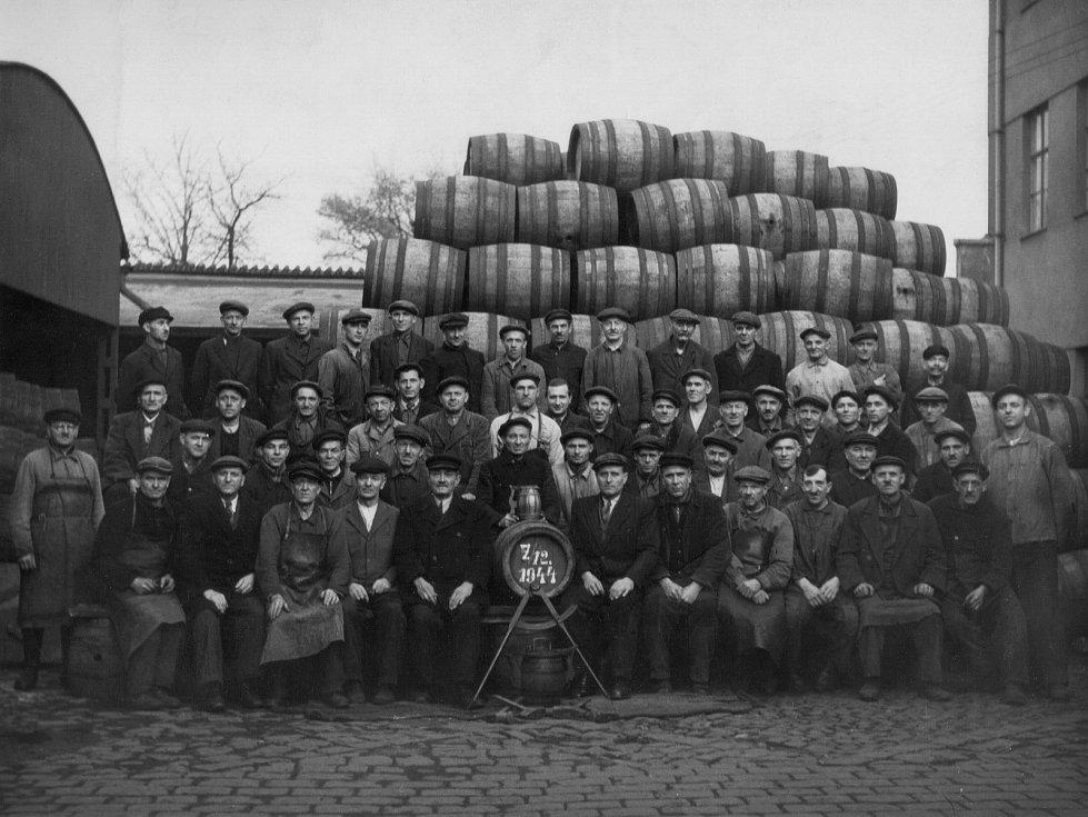 z historie Staropramenu, společenské foto (1944)
