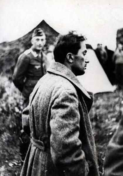 Jakov zemřel za 2. světové války v táboře Sachsenhausen.