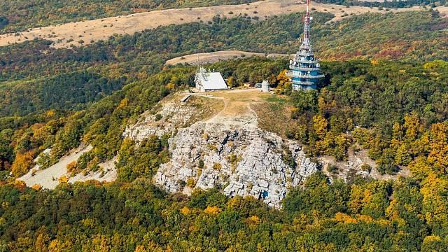 Letecký snímek oblasti Tribeč, která se jeví jako slovenský Bermudský trojúhelník
