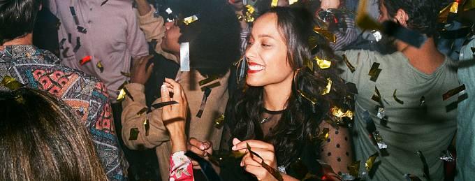 Lidé nakupující v About you vypadají podle reklamy šťastně, skutečnost je ale jiná