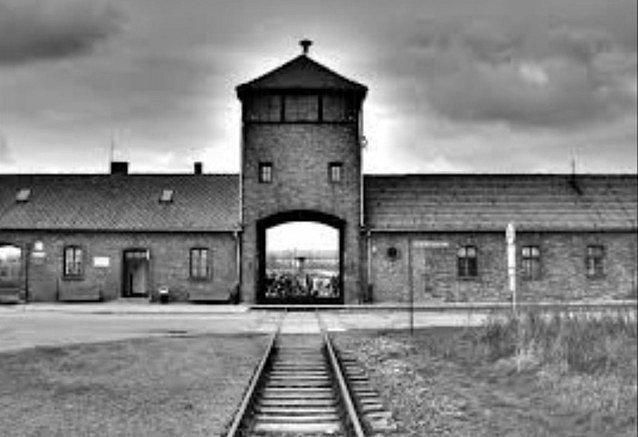 Brána do tábora Osvětim - Birkenau