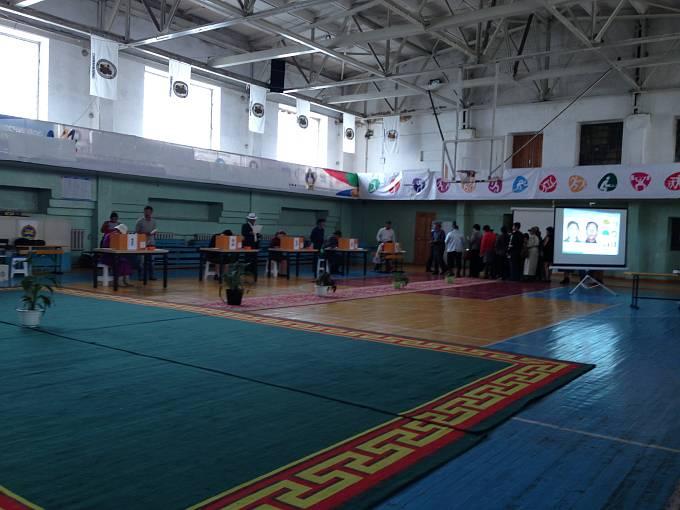 Fotografie každého voliče se ukázala na plátně.