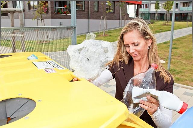 Vytříděním do barevných kontejnerů dáváme odpadu šanci.