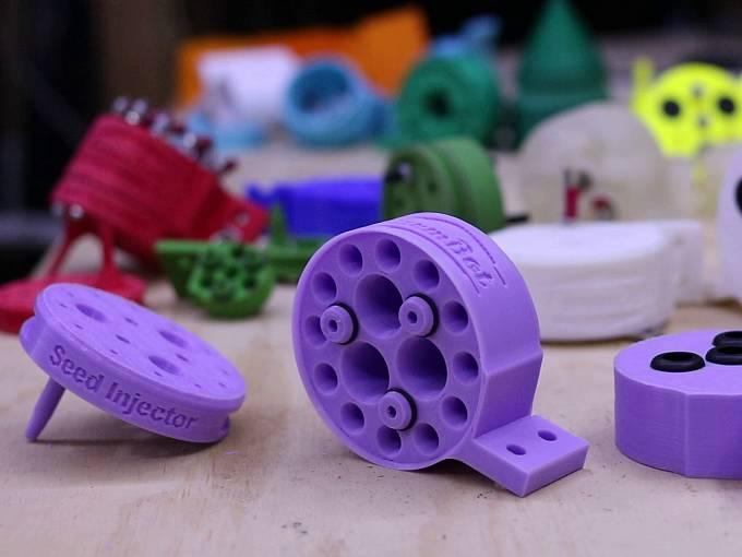 Jednotlivé části si zahradník může vytisknout doma na 3D tiskárně.